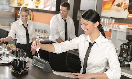 مطلوب موظيفين لمطعم براتب 300 + ضمان