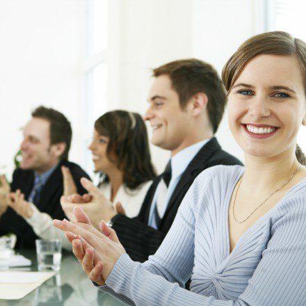 مطلوب موظيفين لدى شركة بنظام شفتات لا يشترط الخبرة