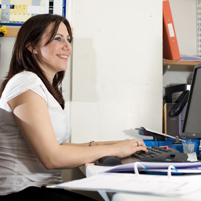 مطلوب سكرتيرة بخبرة من 0-1 سنة للعمل في شركة استشارات