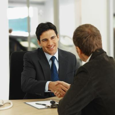 مطلوب موظفين مبيعات للعمل داخل معرض