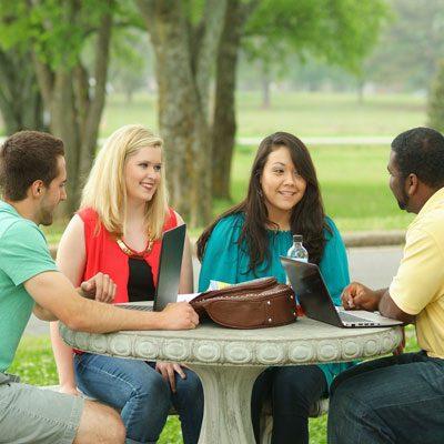 فرصة عمل لطلاب الجامعات في كافة التخصصات