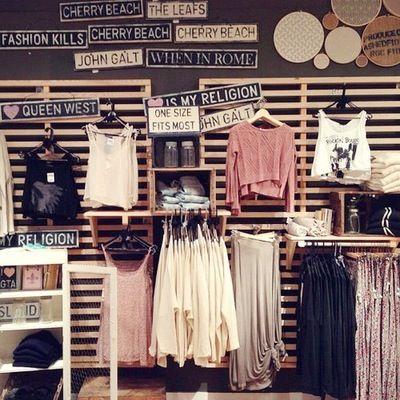 رواتب ممتازة – متاجر ملابس كبرى في عمان تطلب موظفين وموظفات