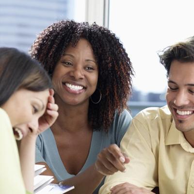 مطلوب موظفين من كلا الجنسين للعمل لدى شركة تامين كبرى