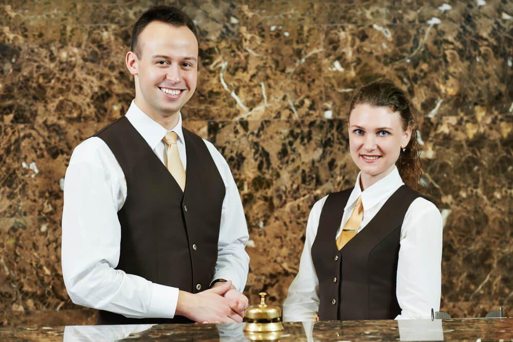 مطلوب موظفين إستقبال لدى فندق في عمان / دوام مناسب لطلاب الجامعة براتب 270 دينار