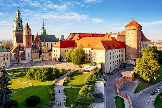 وظائف شاغرة للعمل في دولة بولندا عدد 17 من كلا الجنسين عقد عمل تامين صحي سكن راتب جيد