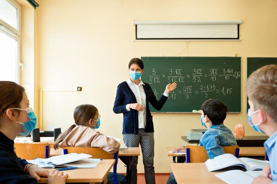 مطلوب موظفين بتخصص اللغة انجليزية لدى اكاديمية بعمان