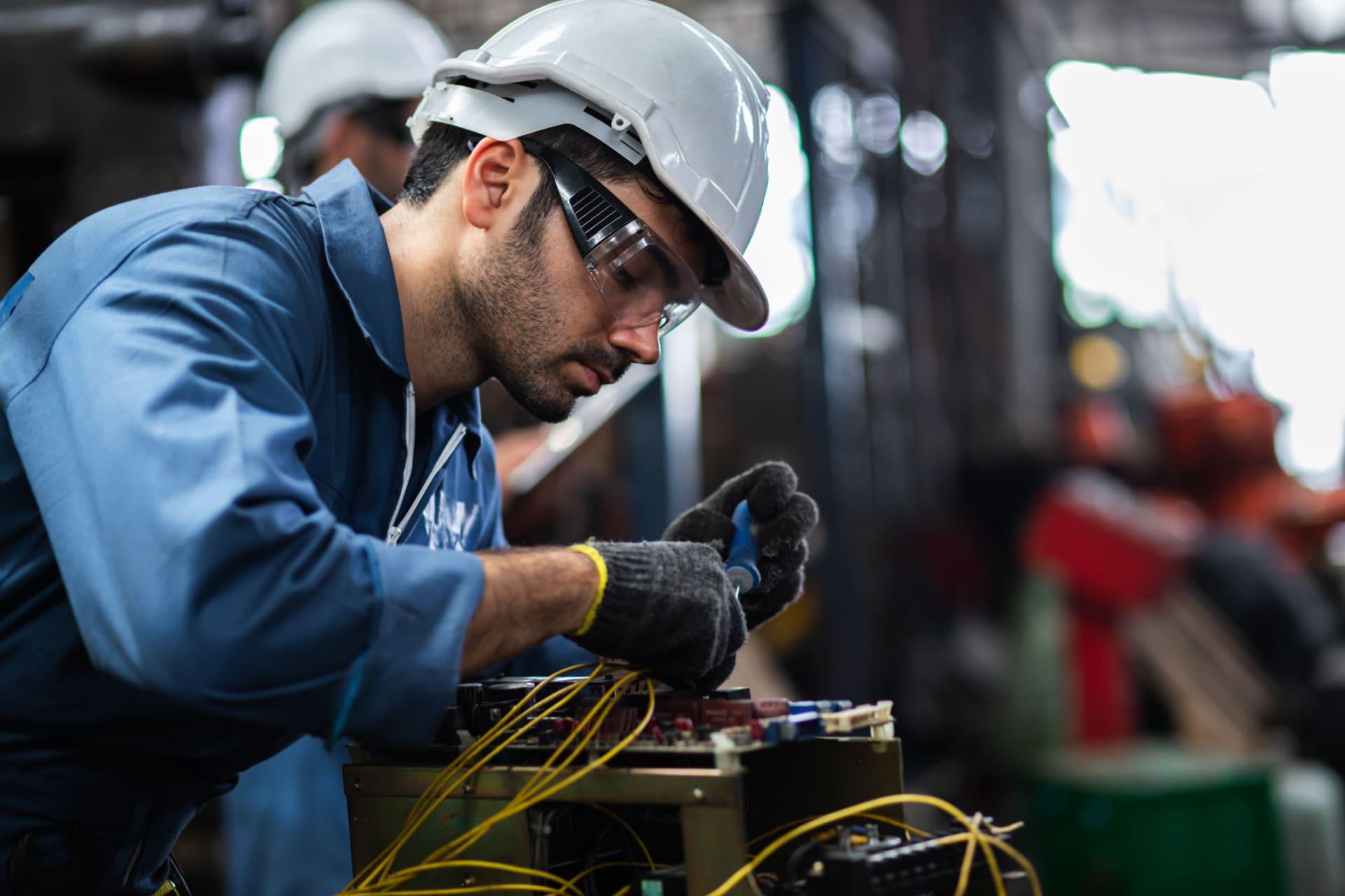 مطلوب مهندسة كهرباء خبرة من سنة الى سنتين لدى شركة في اربد