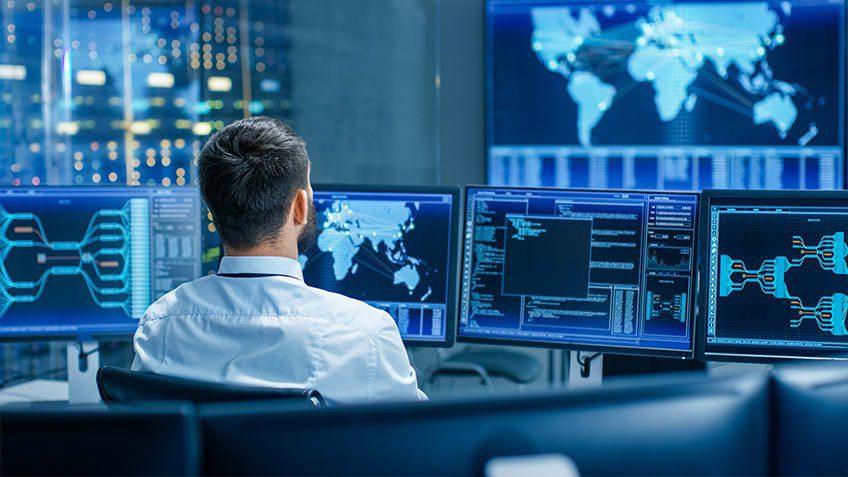 تبحث شركة عن خريجين جدد في مجال تكنولوجيا المعلومات IT