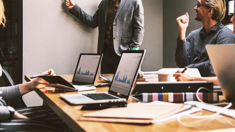 مطلوب لدى شركة موظفين بتخصص تسويق او ادارة الاعمال