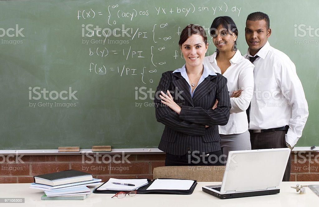 مطلوب معلمين رياضيات و تربية مهنية و فنية لمدرسة خاصة