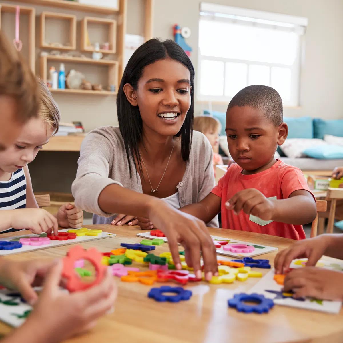 مطلوب معلمات للعمل في روضة اطفال  في عمان
