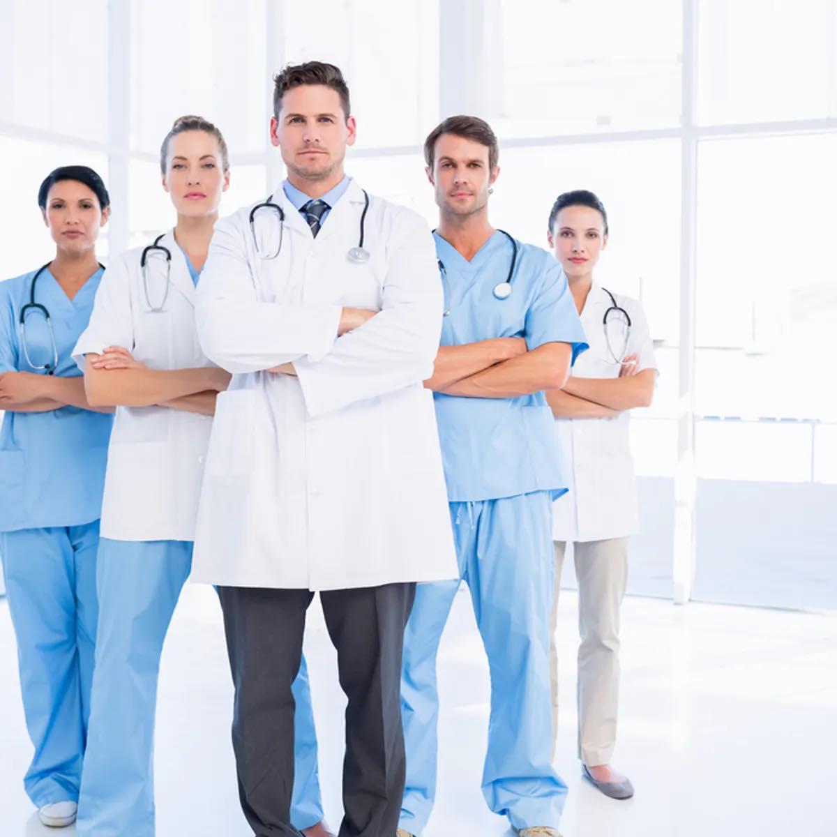 مطلوب اطباء و استشاريين و اخصائيين للعمل في  كبرى الجهات في الخليج